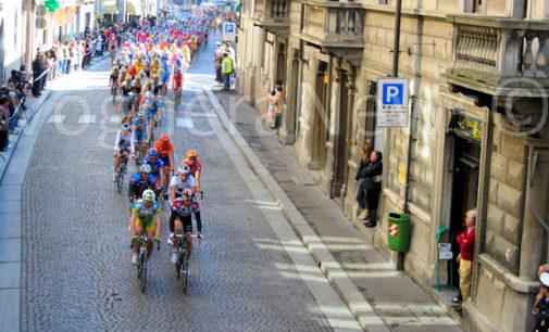 VOGHERA 16/03/2016: Super settimana per gli appassionati di bici.In città passano la Milano-Sanremo ufficiale e d'epoca. Domenica la prima la tappa del Giro dell'Oltrepò