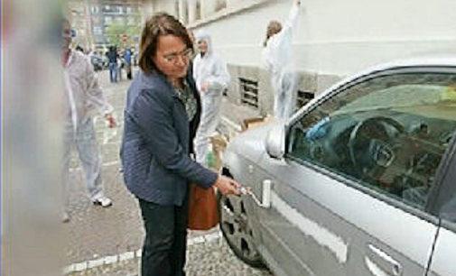 PAVIA 06/04/2016: Risvolti pavesi per l'auto in sosta vietata pitturata dall'assessore milanese. Le rivelazione alla trasmissione radiofonica La Zanzara