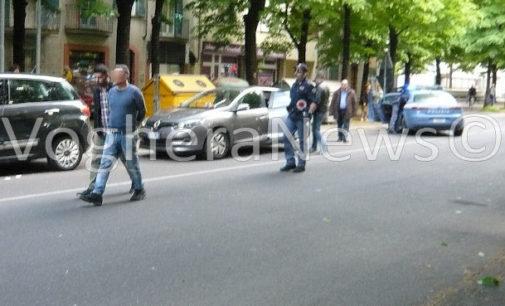 VOGHERA 27/04/2016: Arresto in pieno centro città di 4 rapinatori (FOTO VIDEO). I malviventi avevano appena rapinato una banca a Rivanazzano. La Squadra Mobile di Milano da tempo stava pedinando il gruppo