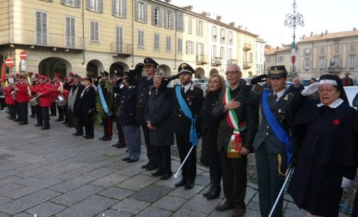 VOGHERA 03/11/2016: In piazza Duomo una grande celebrazione dell'Unità d'Italia e della Giornata delle Forze Armate. Presente anche il Prefetto