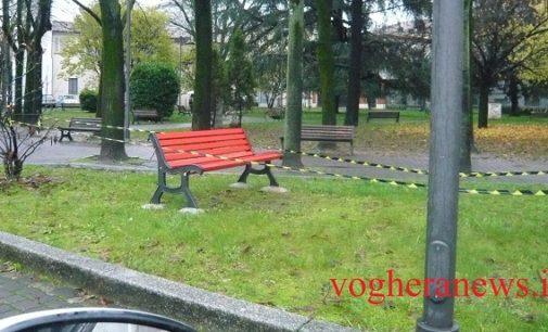 """VOGHERA 22/11/2016: Una """"panchina rossa"""" in piazza Meardi contro la violenza sulle Donne. Sarà inaugurata in occasione della Giornata Mondiale contro il Femminicidio"""