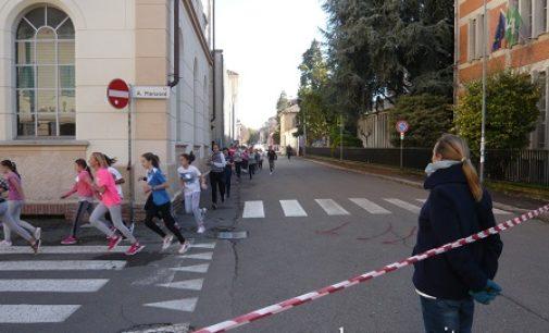 VOGHERA 07/11/2016: Via Foscolo chiusa per una corsa degli studenti della Dante