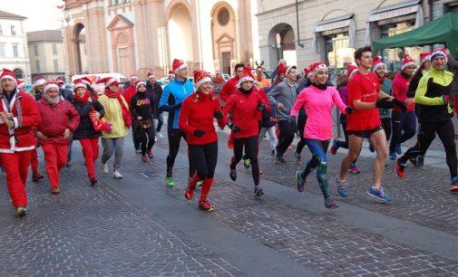 VOGHERA 26/12/2016: Successo per la corsa vogherese dei Babbo Natale