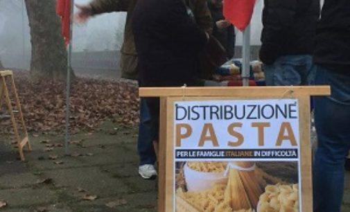 """PAVIA 19/12/2016: CasaPound distribuisce pasta agli italiani in difficoltà"""". """"Le istituzioni li dimenticano, solo noi al loro fianco"""""""