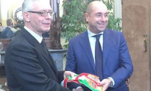 VOGHERA 31/01/2017: Pomponio gli consegna la fascia. Barbieri si è insediato a palazzo Gounela
