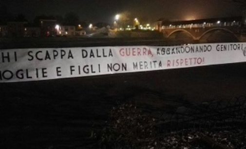 PAVIA 09/01/2017: Striscioni 'choc' di CasaPound anche a Pavia 'Chi scappa dalla guerra non merita rispetto'