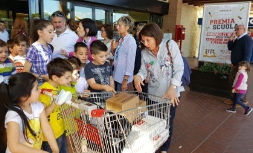 """VOGHERA 22/05/2017: Scuola. La primaria De Amicis partecipa al concorso del Centro Commerciale Montebello """"L'unione fa la forza"""""""