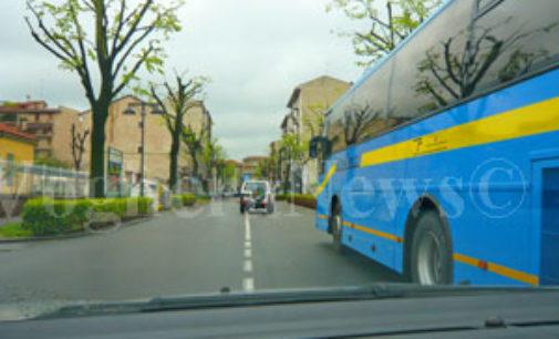 VOGHERA 11/05/2017: I pendolari in bus protestano per la soppressione della Linea Veloce 420 tra Voghera e Milano