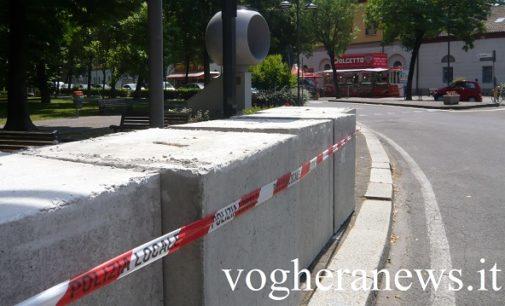 VOGHERA 25/05/2017: Barriere in cemento contro gli attacchi terroristici agli ingressi della zona della Fiera dell'Ascensione
