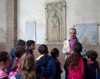 """VOGHERA 12/05/2017: Scuola. Gli alunni della 4°B """"Dino Provenzal"""" in Duomo scoprono la storia di San Bovo"""