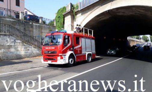 VOGHERA 31/07/2017: Cadono calcinacci dal sottopasso Lomellina. Sul posto i pompieri