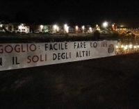 """PAVIA 29/08/2017: """"Bergoglio: facile fare lo Ius col Soli degli altri"""". Striscione di CasaPound sul Lungo Ticino"""