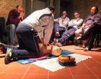 """PAVIA VOGHERA 23/10/2019: Arresto cardiaco. Manovre rianimatorie. Uso del defibrillatore. Presto anche a Voghera gli incontri per formare i """"CittadiniSalvaVita"""" del progetto APP """"SafetyGO"""". Stasera si parte da Pavia"""