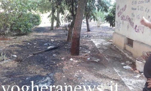 VOGHERA 30/08/2017: Incendio in via Sormani Gavina. Brucia l'erba di un'area verde