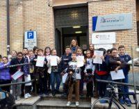 """VOGHERA 10/11/2017: Scuola. Le classi quinte della Primaria """"De Amicis"""" in visita all'Agenzia delle Entrate"""