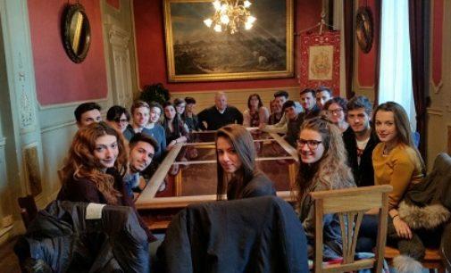VOGHERA 27/11/2017:  Gli studenti del liceo Galileo Galilei a lezione in Comune Stamattina