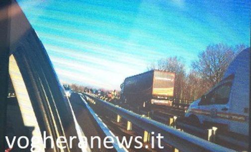 PAVIA 30/11/2017: Tangenziale. Ennesimo incidente nel tratto del cavalcavia della ferrovia