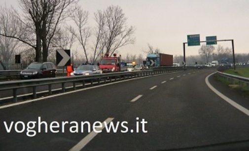 PAVIA 01/12/2017: Anche oggi un incidente sulla tangenziale nel tratto del cavalcavia della ferrovia