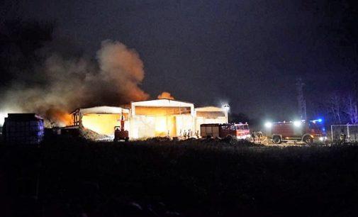 VOGHERA 04/01/2018: Un altro capannone a fuoco in provincia fa tremare Medassino. La frazione vuole accelerare i tempi per la soluzione del caso Recology