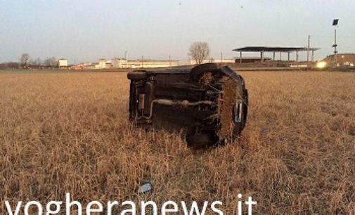 CASEI GEROLA 22/01/2018: Auto esce di strada e si ribalta nel campo. Coinvolta una donna