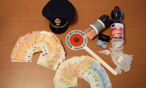 """VOGHERA 31/01/2018: Soldi e droga nascosti in una bottiglia di """"cola"""". La polizia arresta spacciatore"""