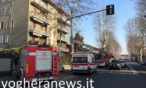 VOGHERA 22/01/2018: Chiusa in casa non rispondeva da alcuni giorni. Vigili del fuoco Croce rossa e Polizia locale salvano una donna