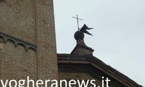 VOGHERA 20/03/2018: La bandierina in ferro sul tetto del Duomo è pericolante. Recuperata!