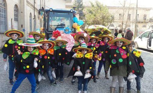 VOGHERA 27/03/2018: Il carro allegorico dell'Istituto di Via Marsala alla Festa di Primavera