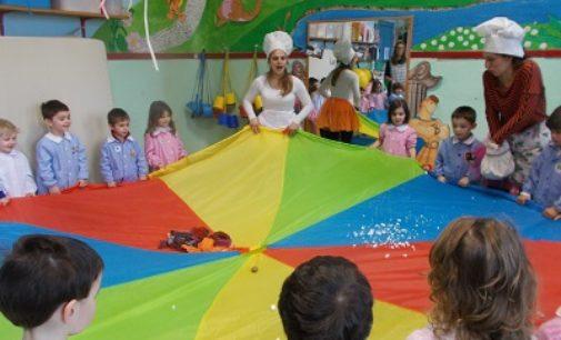 """VOGHERA 08/03/2018: Alla scuola d'infanzia """"Torremenapace"""" il laboratorio teatrale alla scoperta di cibi sani"""