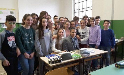 VOGHERA 17/04/2018: Scuola. Gli alunni della Pascoli intervistano lo scrittore Lucio Figini