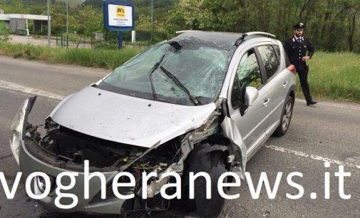 GODIASCO 07/05/2018: Auto esce di strada, si ribalta e distrugge un cartello. Ferito farmacista di Voghera