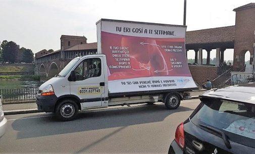 VOGHERA PAVIA 24/05/2018: Il manifesto di ProVita sull'aborto arriva sulle strade delle città pavesi