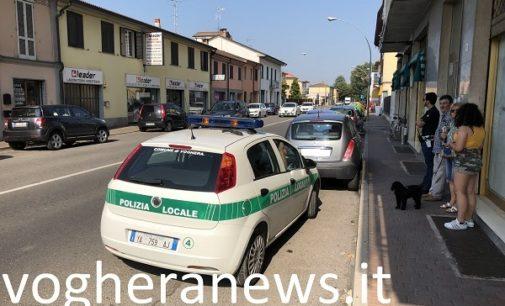 VOGHERA 25/07/2018: Auto sbanda e travolge i mezzi in sosta. Il guidatore portato al San Matteo