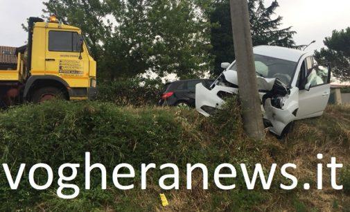 RIVANAZZANO 30/07/2018: Fine settimana. Auto finisce contro palo. Ragazzina ricoverata al pronto soccorso perchè ubriaca