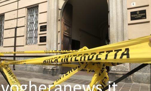 VOGHERA 11/07/2018: Le tegole del tetto scivolano verso il basso. Grosso guaio al palazzo dell'ex Anagrafe. L'edificio è stato completamente isolato