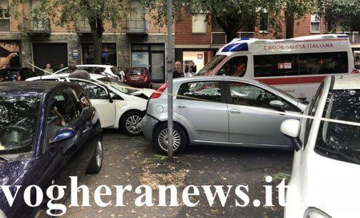 VOGHERA 17/9/2018: Tamponamento in via Verdi. Auto piomba su mezzo in sosta. Tre i feriti