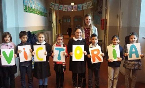 VOGHERA 29/10/2018: Alla Primaria De Amicis la lingua inglese s'impara con Victoria, dell'Indiana