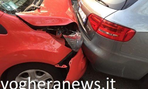 VOGHERA 22/10/2018: Tamponamento in viale Repubblica. Le auto rimangono incastrate