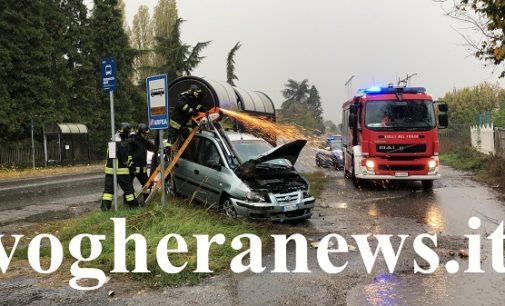 MONTEBELLO 29/10/2018: Violento scontro sulla via Emilia nei pressi dell'Iper. Auto si ribalta a Bagnaria