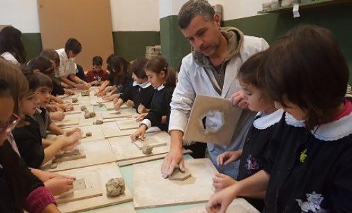 VOGHERA 26/11/2018: Scuola. Alla De Amicis lezioni di fantasia e creatività con la ceramica