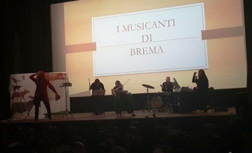 """VOGHERA 22/11/2018: Alunni della De Amicis al Teatro Arlecchino. """"Quando la musica coinvolge ed attrae!"""""""