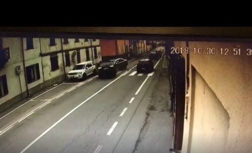 PAVIA 05/11/2018: Malviventi in fuga investono una donna e fanno un frontale con un'auto (Il VIDEO). Arrestato un 24enne