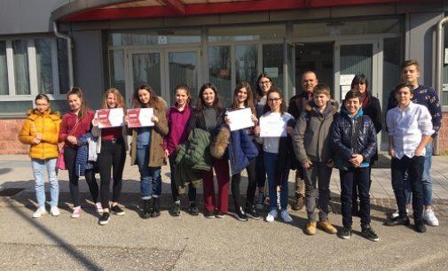 """VOGHERA 08/03/2019: Scuola. Alla Pascoli di Voghera due premi regionali del concorso sul """"Digital Divide"""""""