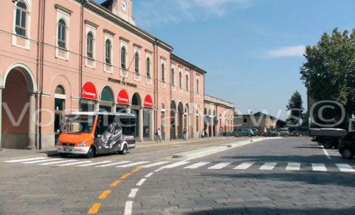 VOGHERA 06/03/2019: Un uomo urla grida e si spoglia in stazione. Fermato da carabinieri e polizia e poi e soccorso dal 118. Più tardi la Polizia Locale gli trova addosso dello stupefacente