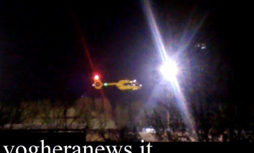 CASTEGGIO 10/04/2019: Attizza il camino con il liquido infiammabile ma prende fuoco. Pensionato portato in ospedale con l'elisoccorso