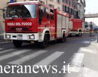 CASTEGGIO 16/04/2019: Incendio in un cortile. Pompieri di Voghera all'opera