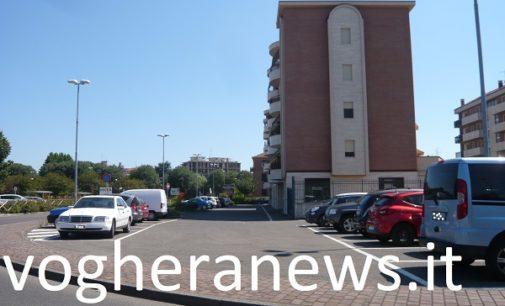 """VOGHERA 05/04/2019: Parcheggi. Nuova zona a """"disco"""" in via Meucci (fronte Esselunga). Diventano però """"liberi"""" quelli su viale Montebello"""
