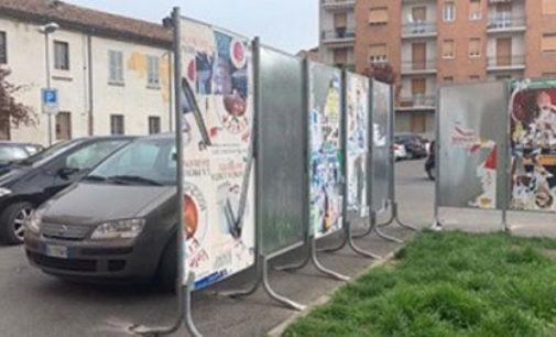 """VOGHERA 10/04/2019: Pannelli elettorali in piazza Fratelli Bandiera: """"Brutti e pericolosi"""""""