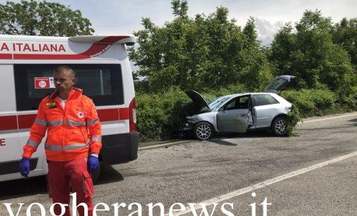 MONTEBELLO 24/05/2019: Auto si schianta sul guardrail e rischia d'andare a fuoco con il ferito a bordo. Camionista di Mede evita il peggio intervenendo con il suo estintore