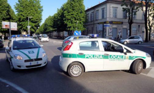 VOGHERA 31/07/2019: Cassonetti abbattuti. Rintracciata la guidatrice della 500. Abita nello stradellino